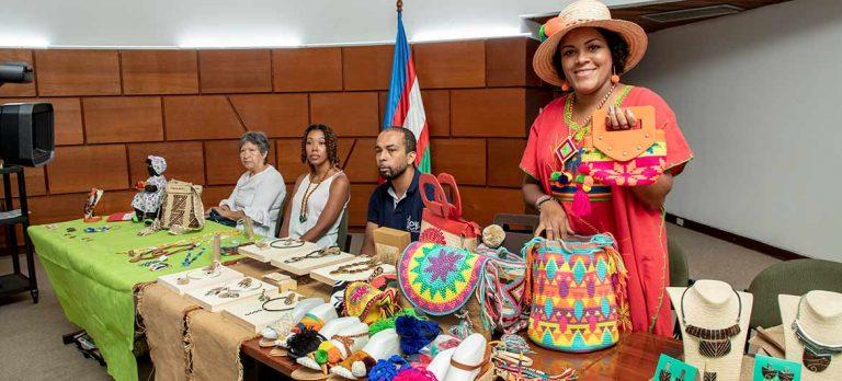 Emprendedores del Pacífico enriquecieron la muestra de expresiones tradicionales del Petronio