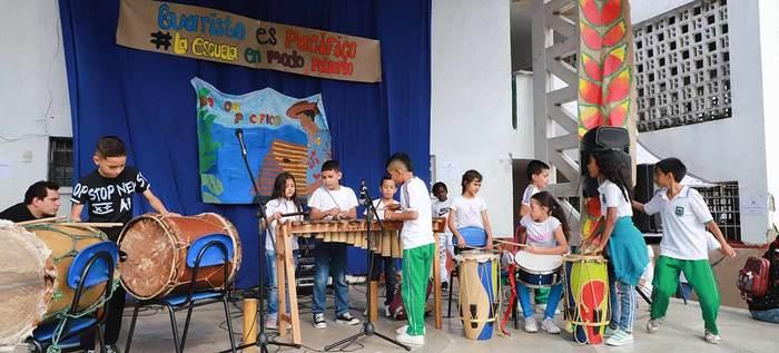 La institución educativa Evaristo García se unió al festival Petronio Álvarez