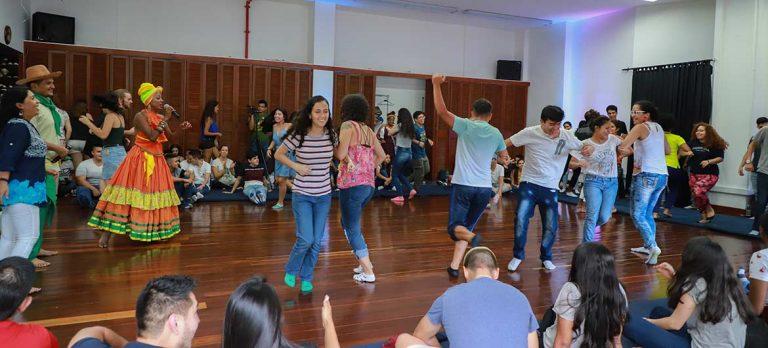 En la Universidad Javeriana se vivieron las danzas chocoanas del Petronio